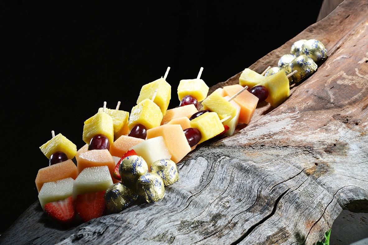 Arrangement Obstspieße mit Halloren Kugeln